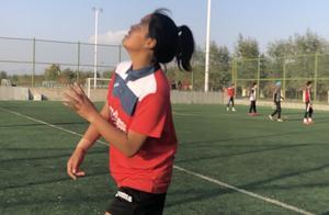 """玉树藏族女孩才拉毛的""""足球梦"""""""