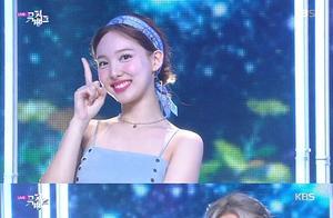 韩国女团TWICE夺得出道后第100个音乐节目冠军