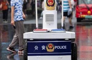 萌!机器人巡警亮相南京夫子庙景区