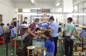 广州荔湾警方捣毁30个制售假冒国内知名品牌手机配件窝点