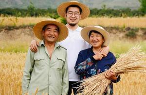 小伙10年为数百农村老人拍照:有些照片成了遗照