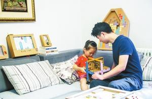 郑州80后父亲给女儿制作100多件手工玩具走红