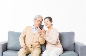 """""""老年友好""""值得重视!调查显示:九成受访青年愿意教父母用电子产品"""