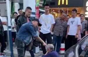 张家口男子酒后当街殴打七旬老人 涉寻衅滋事罪被批捕