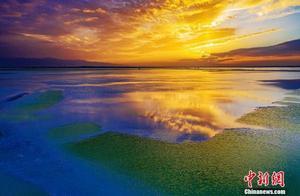 """青海茫崖""""翡翠湖""""犹如宝石落人间"""