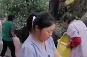 河南货车侧翻致8死11伤事发前画面:多名村民正帮货主捡蒜装车