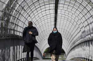 """疫情加速发展,英国卫生大臣:不排除二次""""封城"""""""