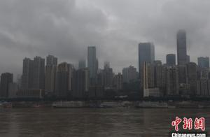 重庆主城遭遇大雾天气 两岸高楼建筑若隐若现