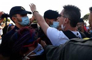 意大利罗马爆发示威游行反对政府防疫措施 警方拘捕一人