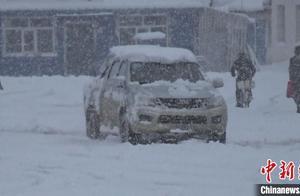 内蒙古大兴安岭满归林区落下首场降雪 积雪厚度超过20厘米