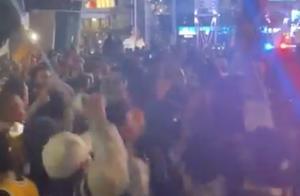 美媒晒球迷大喊'科比'庆祝夺冠的视频:球馆被热情点燃
