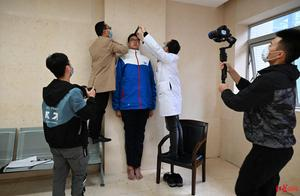 独家!四川乐山14岁男孩高221厘米,挑战最高青少年吉尼斯世界纪录
