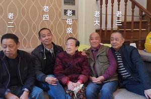 超有爱!视力下降 95岁奶奶靠摸头秒认4个儿子