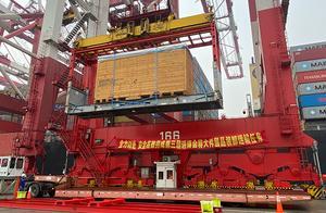 80多吨重、分装10个集装箱:进博会大型展品西班牙龙门机床抵沪