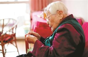 109周岁!她是杭州最长寿的老人!26秒穿针线 微信用得贼溜……