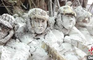"""纪念抗美援朝70周年 济南非遗传承人用泥塑还原""""冰雕连"""""""