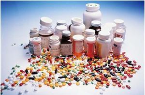 """美报告:新冠疫情致美药品供应出现让人""""无法接受的""""短缺"""