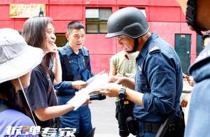 """与刘青云合作《拆弹专家2》将映 刘德华顿悟""""最危险炸弹是人性"""""""
