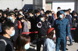 香山红叶节第一个周末,公共交通客流量已接近往年同期水平