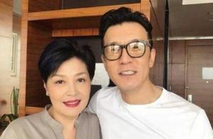 央视主持人李咏去世两周年,妻子哈文发文悼念惹人泪目