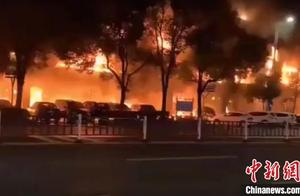 常州一商业街店铺起火引燃周边商铺 致2死5伤整栋楼面目全非