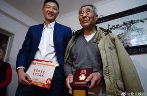 热点丨92岁老人在颐和园遗失抗美援朝纪念章 已经收到了新奖章