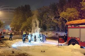 天津 一新能源车电池起火