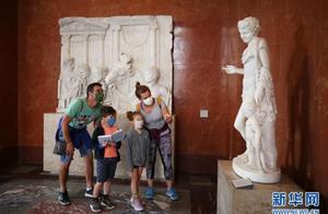 """那是""""从非洲偷来的""""!男子试图从卢浮宫盗窃雕塑被捕"""