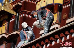 """西藏布达拉宫迎年度粉刷 民众化身义工参与""""美颜"""""""
