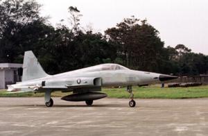 一架台军F-5E战机训练时坠海 飞行员跳伞获救后不治身亡
