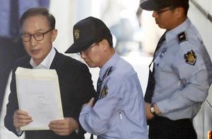 李明博所在拘留所748人确诊 大批警车出动转运患者(图)