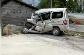突发!江西万载县面包车与大客车相撞,致7死1伤