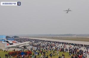C919国产大飞机亮相江西飞行大会 进行全球首次动态展示
