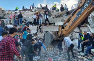 """爱琴海强烈地震引发土耳其希腊""""迷你海啸""""法国:愿提供援助"""