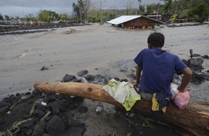 """台风""""天鹅""""登陆菲律宾 约百万居民被疏散"""