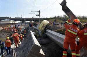 天津铁路桥坍塌致7死5伤 目击者:坍塌后多人落水 正值涨潮救援困难