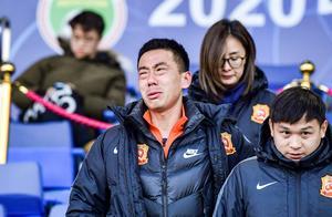 多图流:遗憾与懊恼!卓尔宋志伟被罚下后激动落泪