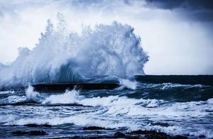 福岛倾倒百万吨核废水入海,恐致海鲜变异,人患癌