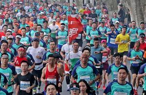 """好消息!直通杭州马拉松的机会来了!加入""""钱报跑团"""",和小时新闻一起跑"""