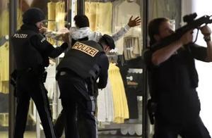 奥地利总理确认枪击案系恐袭 多名嫌犯持步枪在6个地点开火
