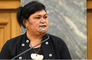 新西兰首位土著女外长上任,下巴上的纹身亮了