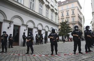 维也纳恐袭:枪手曾试图加入IS 被判刑后提前获释