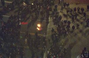 """""""点清每张票!""""美国多地爆发抗议,部分州出动国民警卫队"""