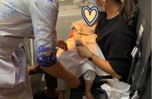 1岁婴儿万米高空卡喉窒息,海航空乘紧急施救……