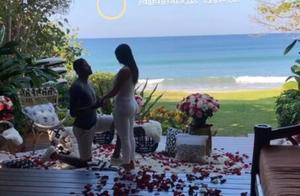 保罗-乔治向女友求婚成功
