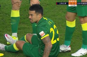 GIF:李可受伤无法坚持,第14分钟被阿兰换下