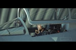 """易烊千玺""""入伍""""啦!空军招飞宣传片预告版爆燃引围观,""""银幕硬汉""""吴京助阵""""四字弟弟"""""""