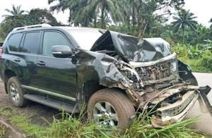 埃托奥在喀麦隆参加婚礼完发生车祸,头部受伤目前良好