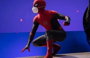 """""""超级英雄""""也不例外:荷兰弟《蜘蛛侠3》片场战服外戴口罩"""