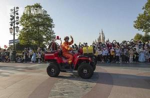 和米老鼠一起讲安全防范!上海迪士尼花车巡游 消防车荣誉领航